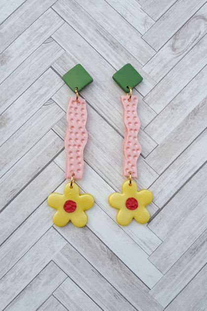 Wiggle Earrings (yellow flower)