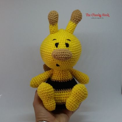 Crochet Bumble Bee Amigurumi.