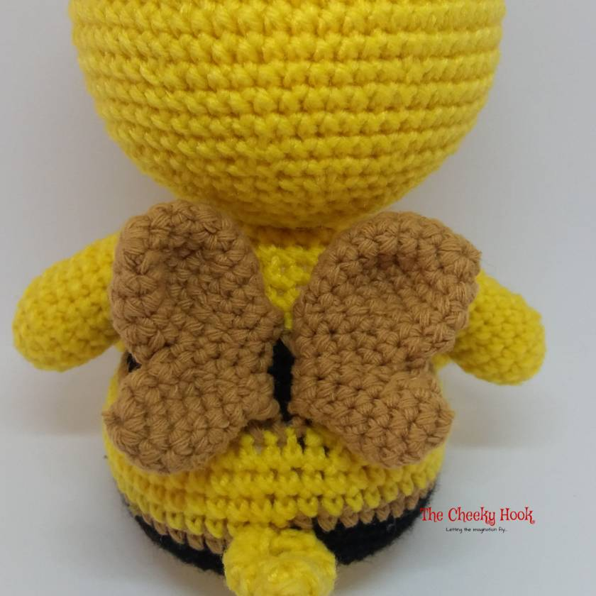 Make your own little crocheted bee with this free amigurumi ... | 840x840