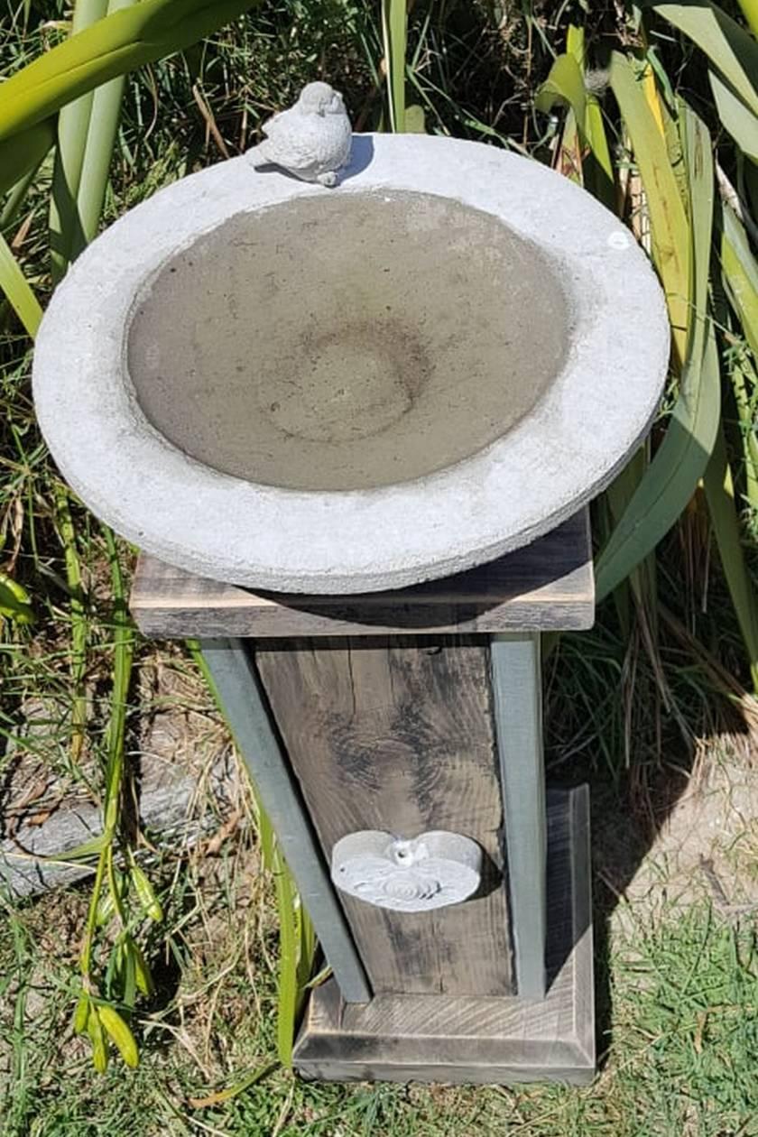 Rustic Country Pedestal Bird bath