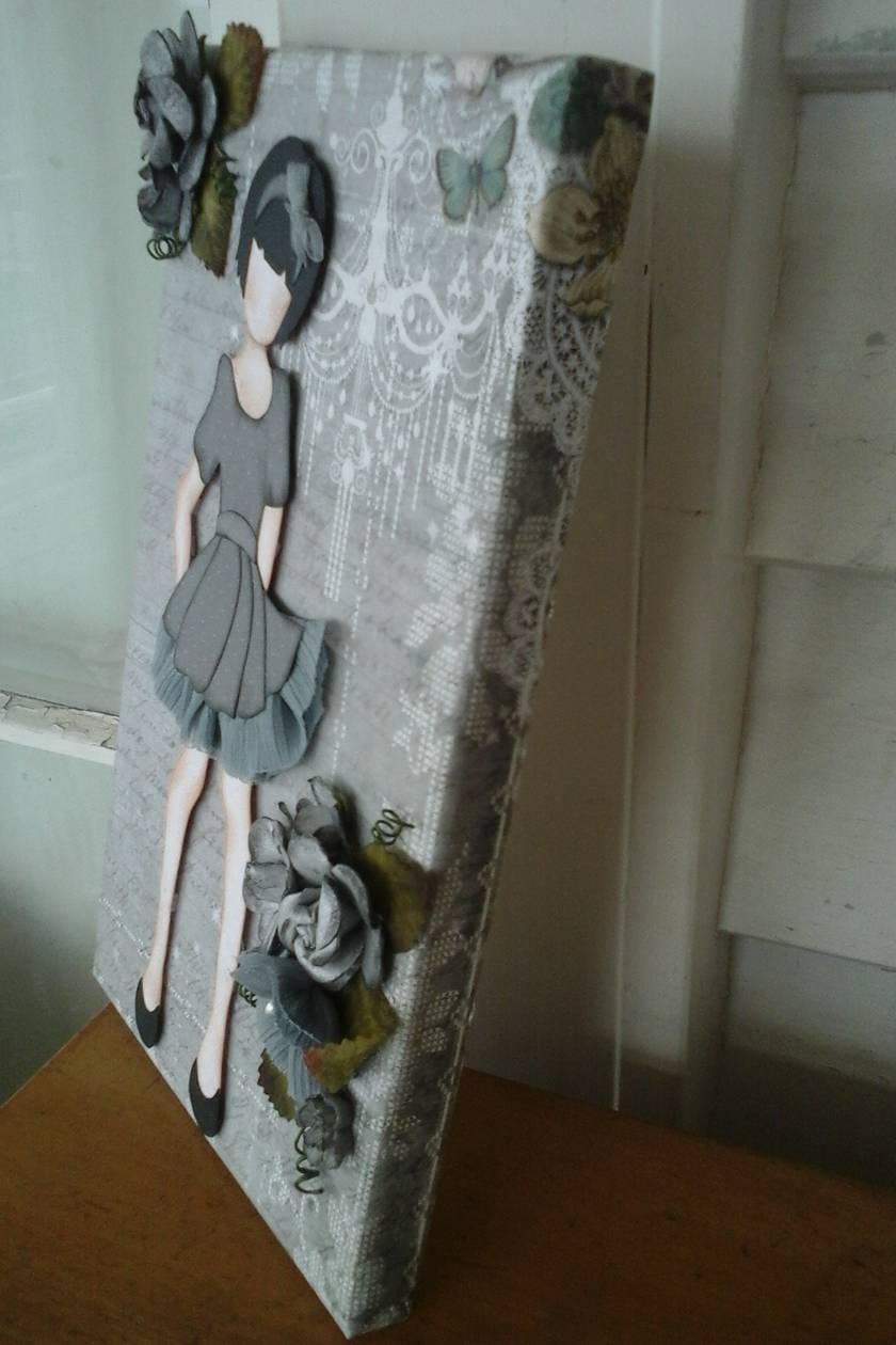 Multimedia girl canvas in grey