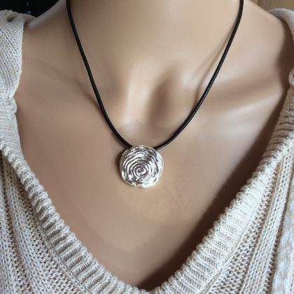 solid sterling silver round flower pendant