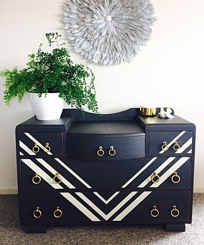 Art Deco style dresser with detachable mirror