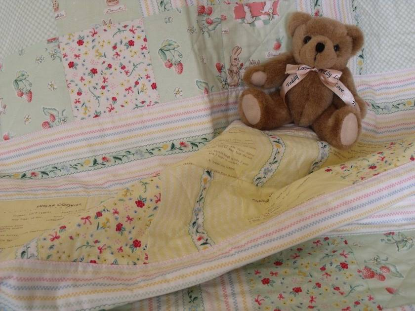 "Patchwork Quilt for Baby ""Bunnies & Cream"" in mint & lemon"