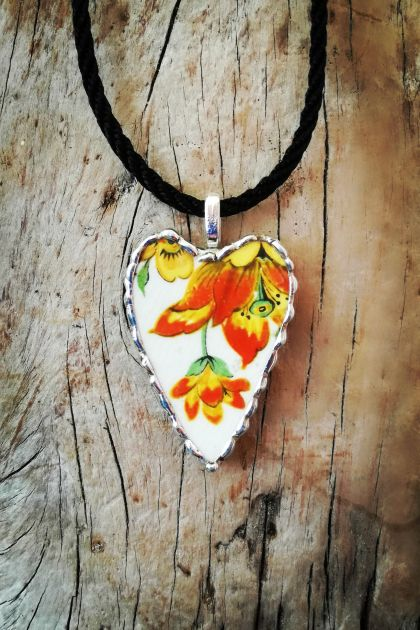 """Floral gold"" heart pendant - upcycled vintage china P068"