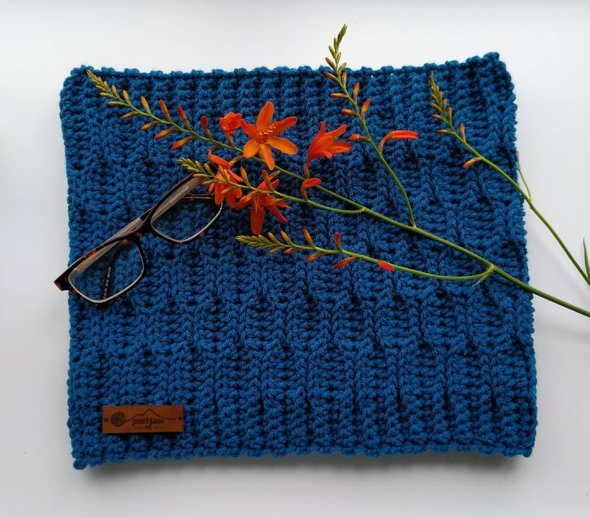 Wave Stitch Cowl in Teal
