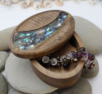 Rimu Riverwood Elliptical Pendant Box large - Paua River Lid