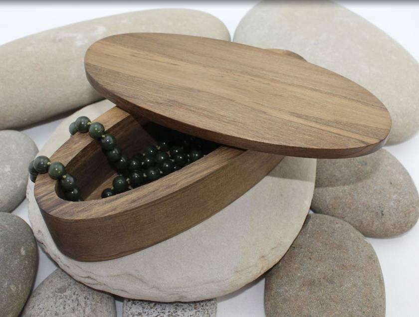 Nz Made Rimu River Wood Elliptical Pendant Box Small Flat Lid Felt