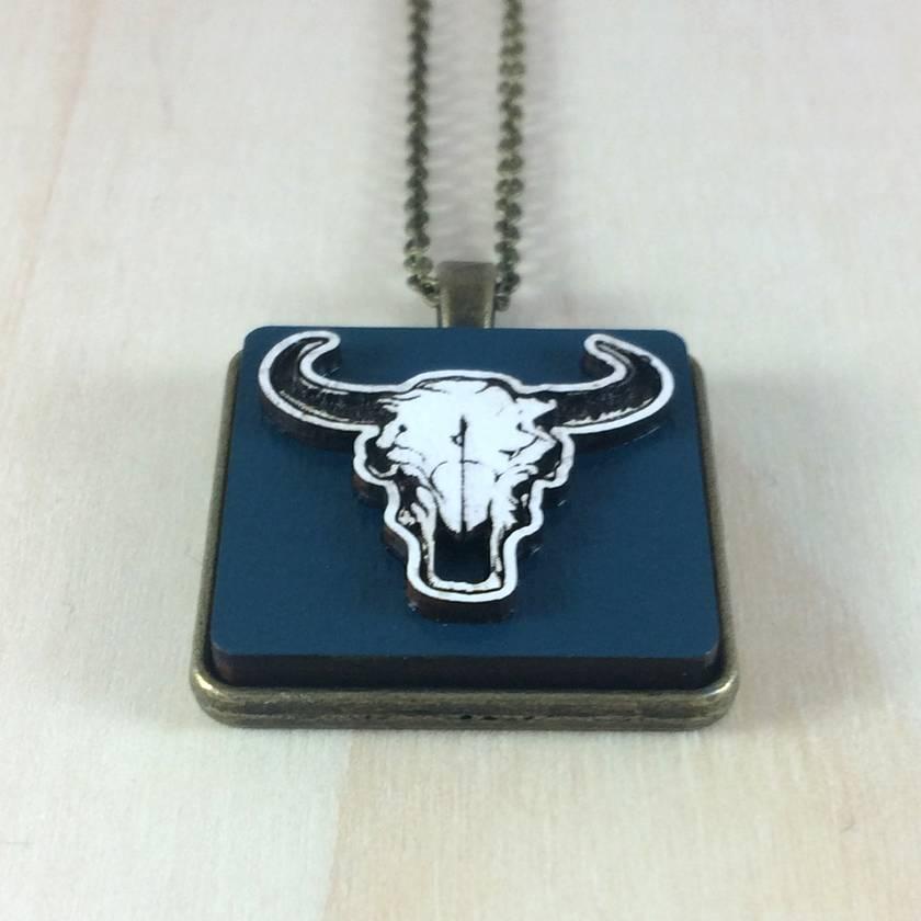 Bull Skull Pendant - white/dark blue