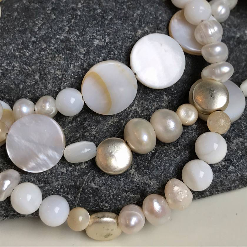 Mother-of-pearl, freshwater pearls and chrome plated discs bracelet