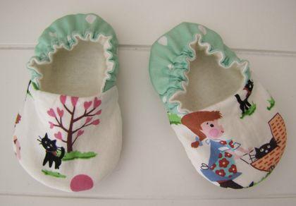 MissMollyCoddle Vintage Park Scene 0-6months shoes