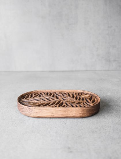 Carved Wooden Fern Leaf Soap Dish (Oak)