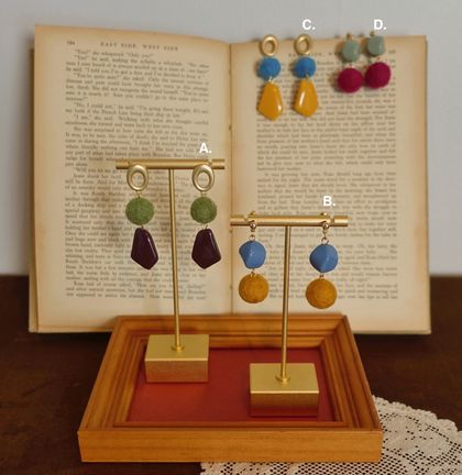handfelted and handmade ear rings, felted ear rings, colour contrast ear rings
