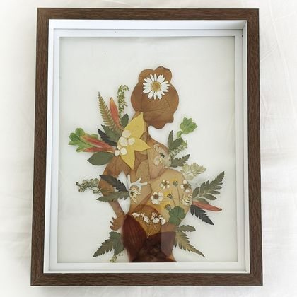 Pregnant lady pressed flower frame