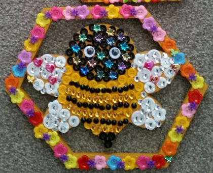 Button craft kit Bee