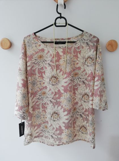 Marta short-sleeve top - Cream, grey and red Liberty print