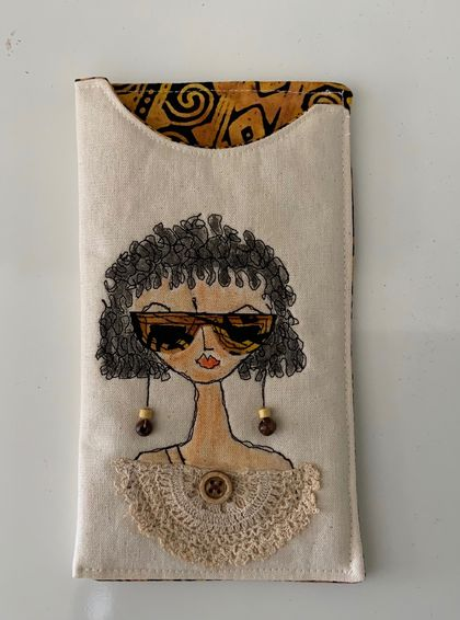 QUIRKY GIRL SUNGLASS CASE