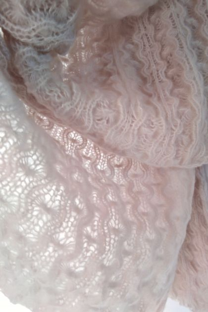 Soft lace scarf in Cashmere Silk Merino