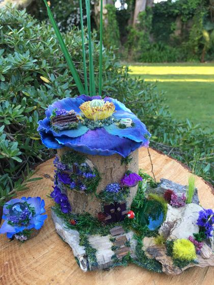 ✨ WOODLAND FLOWER FAIRIES HOUSE with GARDEN POND, ROOFTOP FAIRY BENCHSEAT & a FAIRY MOONBALL ✨