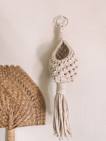 PŪKORO - Natural macrame hanging pocket