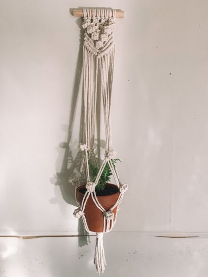 BERRY KNOTTY - Natural macrame planet hanger