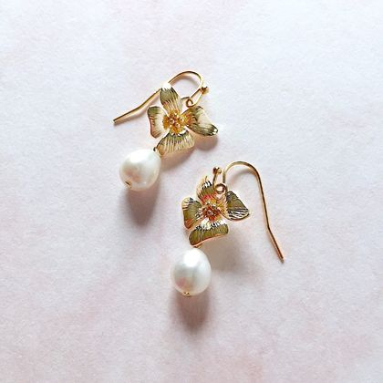 Floral Pearl Earrings (Four Petals)