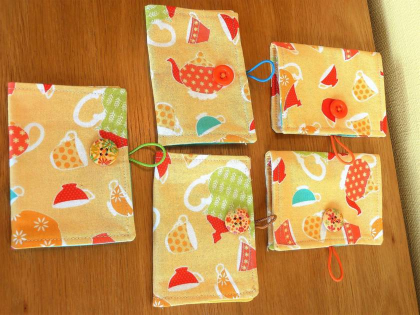 Tea Wallets  -  Retro Cups & Teapots on Peach