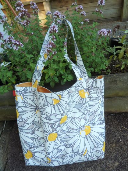 Daisy Tote -  Med Large