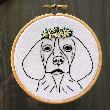 Beagle with Daisies - Embroidery